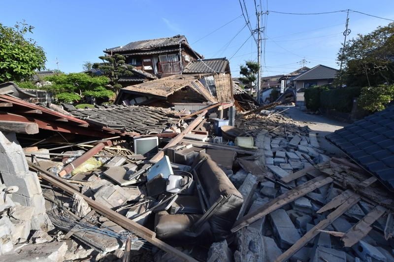 Collapsed houses are seen in Mashiki, Kumamoto prefecture on April 16, 2016.  (AFP)