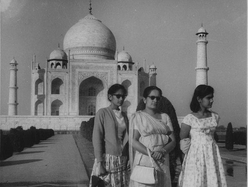 World's first female prime minister, Sirimavo Bandaranaike of Sri Lanka with her daughters at the Taj Mahal in early '70s. (HT ARCHIVES)