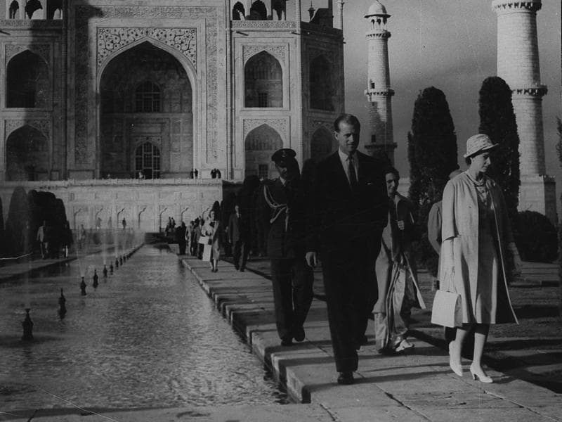 Queen Elizabeth II and Prince Philip at the Taj Mahal in early '60s. (HT ARCHIVES)