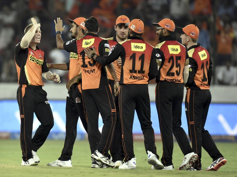Team members of Sunrisers Hyderabad celebrates the wicket of Mumbai Indians Martin Guptil. (Mohd Zakir/HT Photo)