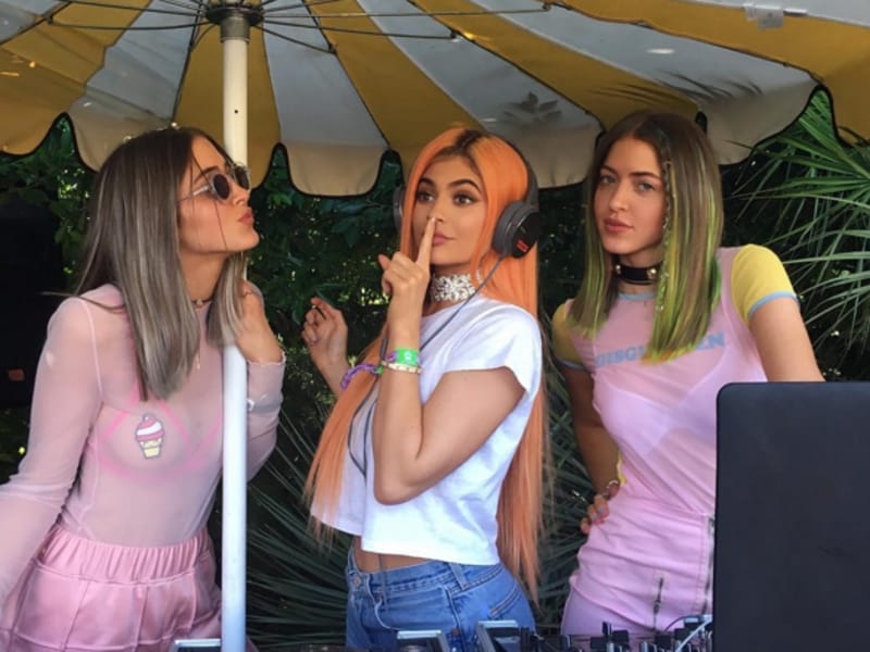 Kylie Jenner continues to be adventurous with her hairdos at Coachella 2016. (Instagram)