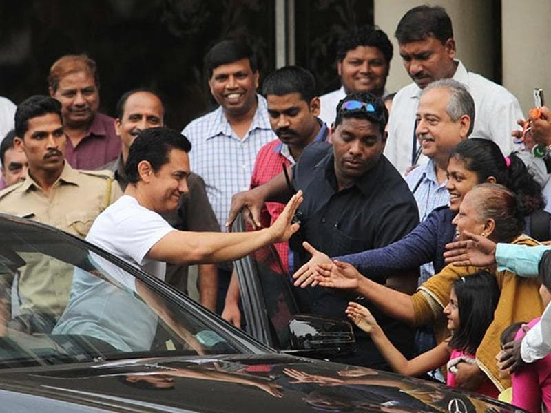 Aamir Khan meeting his fans outside Lilavati Hospital where he went to meet Dilip Kumar. (ANI)
