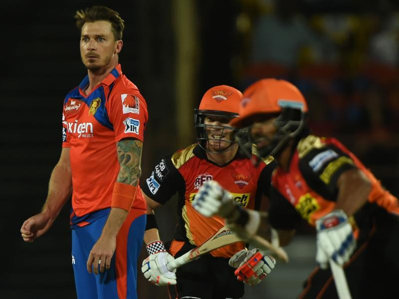 Gujarat Lions Dale Steyn (L) looks on as Sunrisers Hyderabad captain David Warner (C) and Shikhar Dhawan take a run during the 2016 Indian Premier League(IPL) match. (AFP Photo)