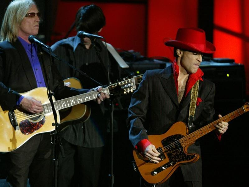 (FILES) This file photo taken on March 15, 2004 shows Prince performing a song of George Harrison along with Tom Petty after the late Beatle was inducted during the 19th Annual Rock and Roll Hall of Fame Induction Ceremony in New York City.  (AFP)