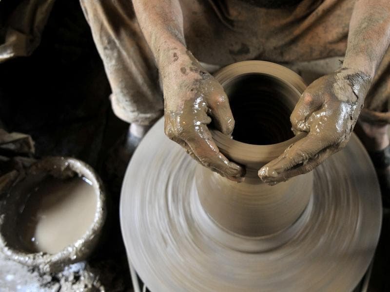 Making this instrument is not easy. It  needs to be moulded delicately and requires lot of patience on the part of the potter.  (Waseem Andrabi/ HT)