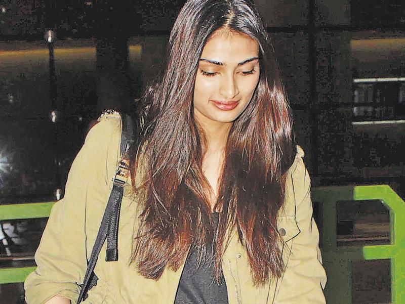 Athiya Shetty spotted at the Mumbai airport. (YOGEN SHAH)