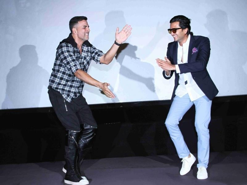 Akshay Kumar and Riteish Deshmukh match dance steps. (IANS)