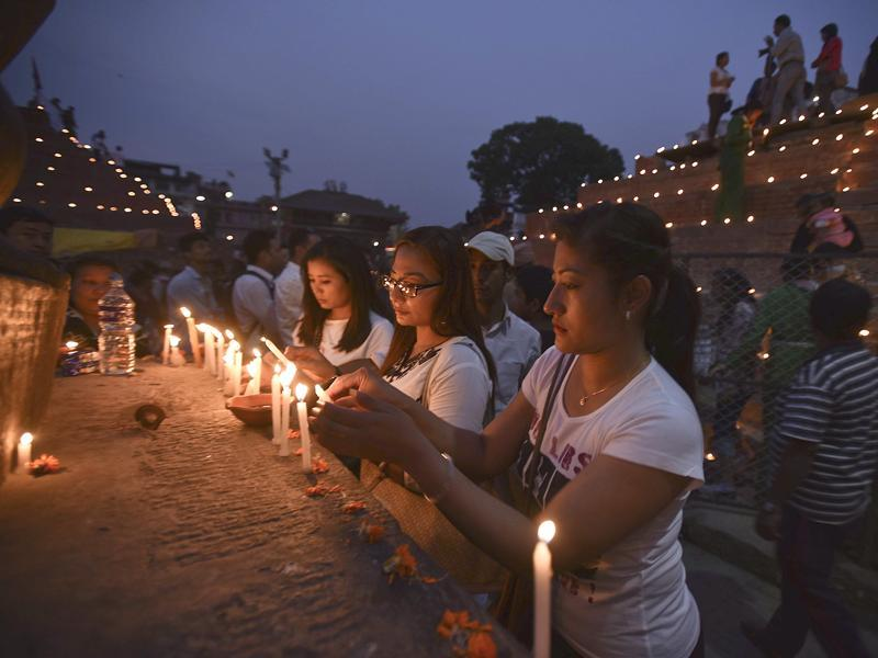 Nepalese women pay tribute to the quake victims at Basantapur Durbar Square in Kathmandu. (Raj K Raj/Hindustan Times)