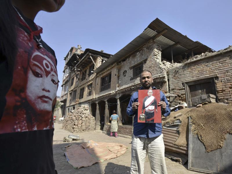 A villager shows the image of his mother who succumbed to her injuries in the earthquake. (Raj K Raj/Hindustan Times)