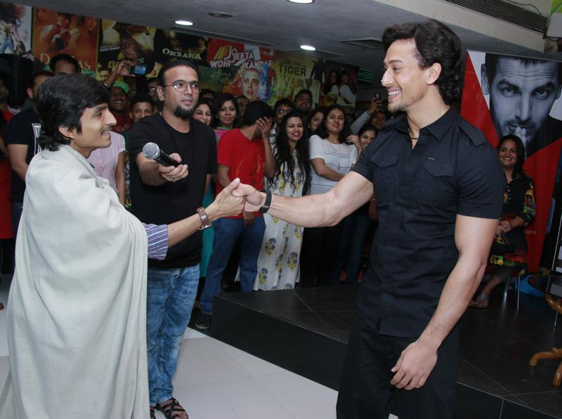 Tiger Shroff meeting with a fan. (Shivam Saxena/HT Photo)