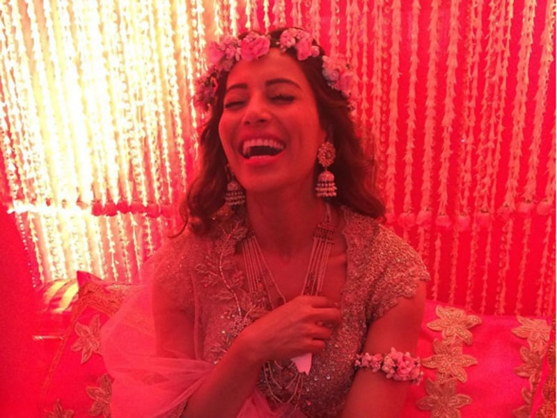 Happy, carefree and decked in flowers, Bipasha Basu was a vision at her mehendi ceremony. All you bridezillas, here's to all new wedding day goals. (Instagram)