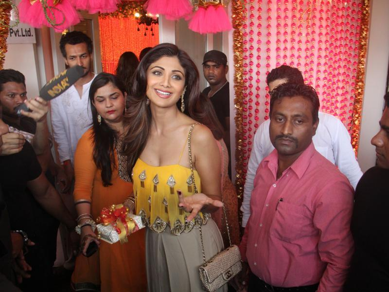 hilpa Shetty attended Karan Singh Grover and Bipasha Basu Mehndi ceremony at Villa 69,Juhu in Mumbai. (Pramod Thakur/HT Photo)