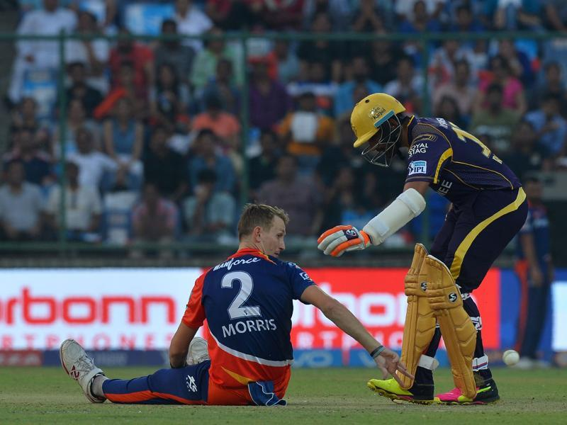 Robin Uthappa (R) checks on Chris Morris after he fell while bowling.  (AFP)