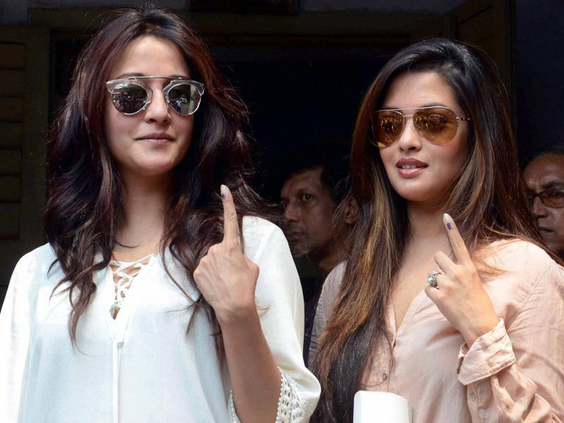 Actors Raima Sen (right) and Riya Sen (left) after coming out of a polling station during the fifth phase of West Bengal Assembly elections on Saturday.  (PTI)