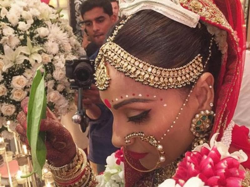 Bipasha, 37, looked radiant in her all red bridal attire which she teamed with the traditional Bengali white tiara and red-white chandan dots adorning her forehead.  (Instagram)