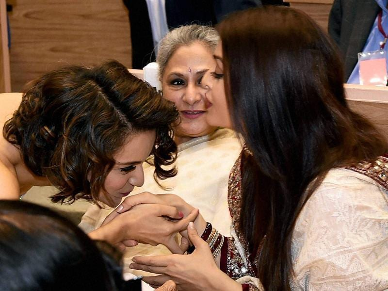 Not just Big B, Kangana also spent time with his wife Jaya Bachchan and daughter-in-law Aishwarya Rai Bachchan at the ceremony. (PTI)