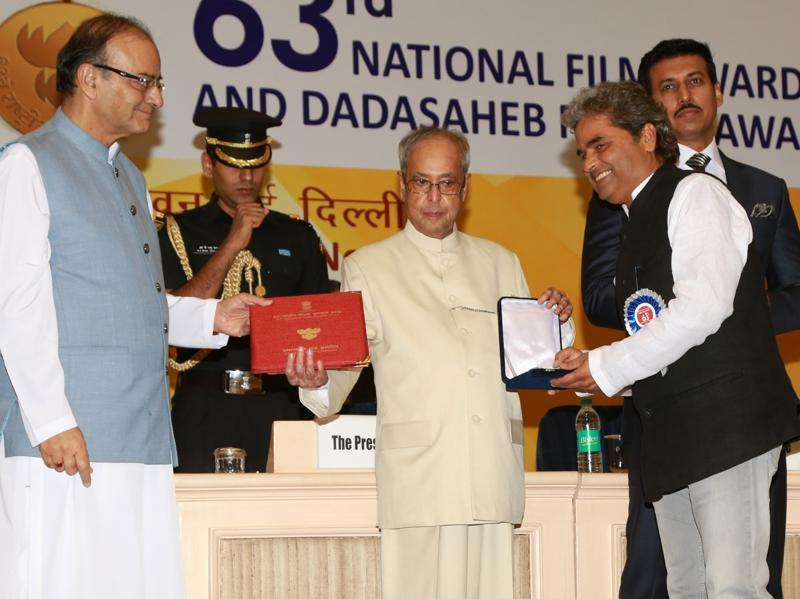 Filmmaker Vishal Bhardwaj receives the Best Screenplay Writer (adapted) Award for Talvar from President Pranab Mukherjee during the 63rd National Film Awards ceremony at Vigyan Bhawan in New Delhi.  (IANS)
