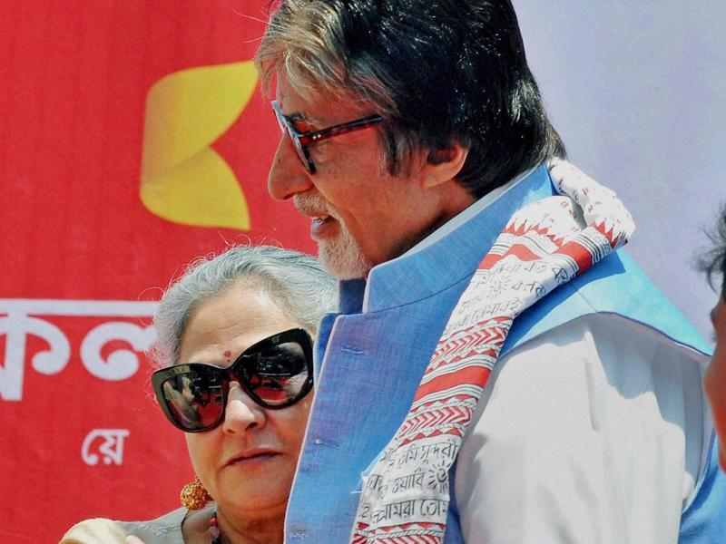 Bollywood actor Amitabh Bachchan with wife Jaya Bachchan during the inauguration of a jewellery store in Kolkata. (PTI)