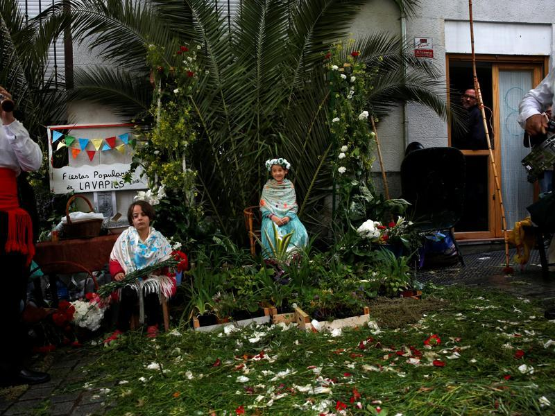 Maya girl Lucinda Usaola, 8, (R), sits with her friend Candela Garcia, 6, at an altar. (REUTERS)