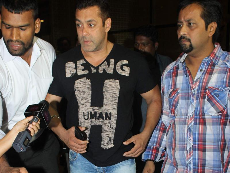 Salman Khan was returning from Ludhiana after completing the recent leg of shooting for for his next opposite Anushka Sharma, Sultan. (Viral Bhayani/HT)