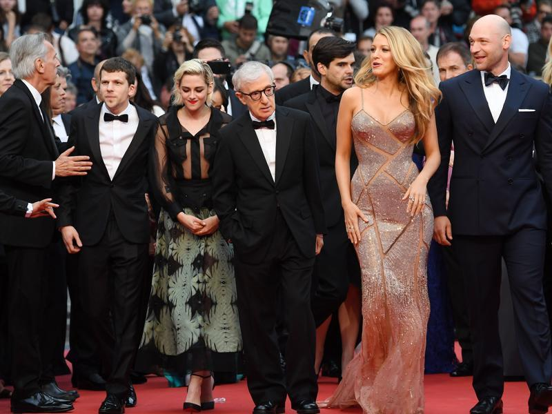 American director Woody Allen (C) with the cast of his film Cafe Society that premiered at the French  Riviera: Jesse Eisenberg (L), Kristen Stewart (2L) and Blake Lively (2R).   (AFP)
