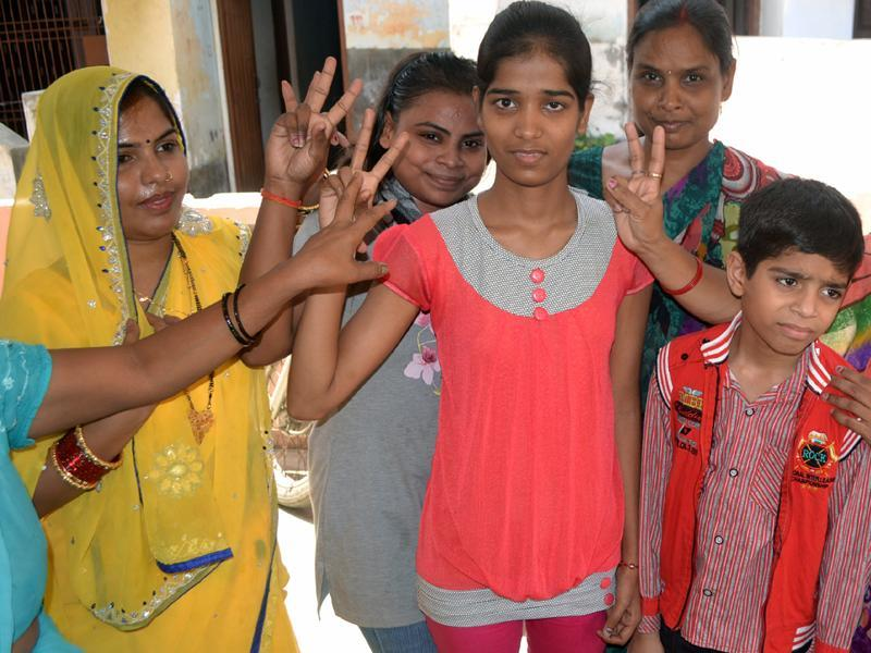 Sakshi Verma of Barabanki celebrates with her family members. Verma topped the UP board Class 12 examinations with 98.20% marks. (HT photo)