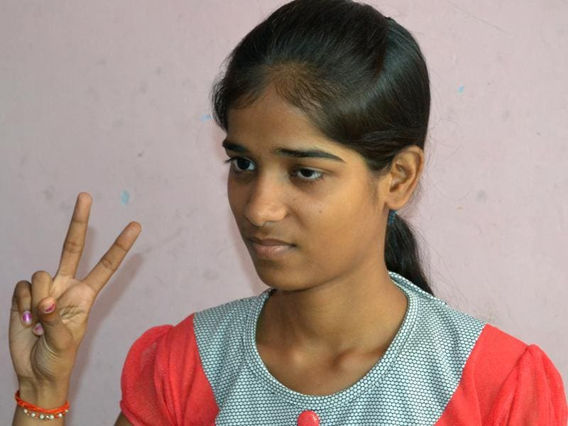 Sakshi Verma flashes the victory sign after the results were declared. (HT photo)