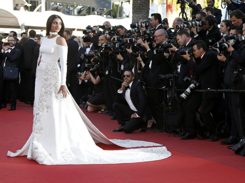 Sonam Kapoor poses at the Cannes  red carpet on May 15, 2016.  (REUTERS)