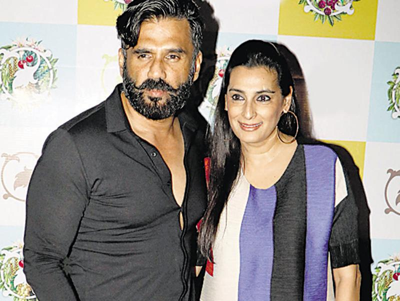 Suniel and Mana Shetty posed for the shutterbugs at an event. (Photo: Yogen Shah)