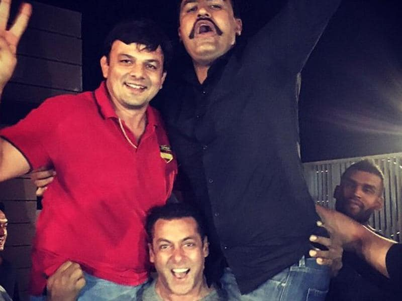 This is why we call him Salman Dabangg Khan. The Bollywood actor lifts wrestlers Jagdish Kaliraman  and Jagdish Cheema at the Sultan wrap party in Punjab. (Twitter)