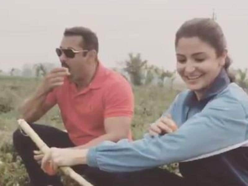Anushka Sharma and Salman Khan enjoy some fresh tomatoes in Punjab while shooting for Sultan. (Twitter)