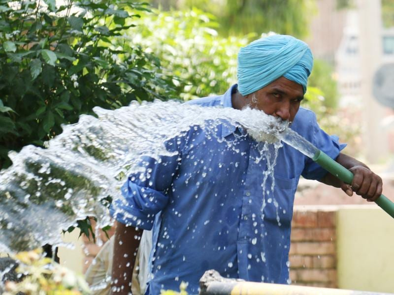 A man drinks straight from a gushing water hose in Bathinda on Wednesday. (Sanjeev Kumar/HT Photo)