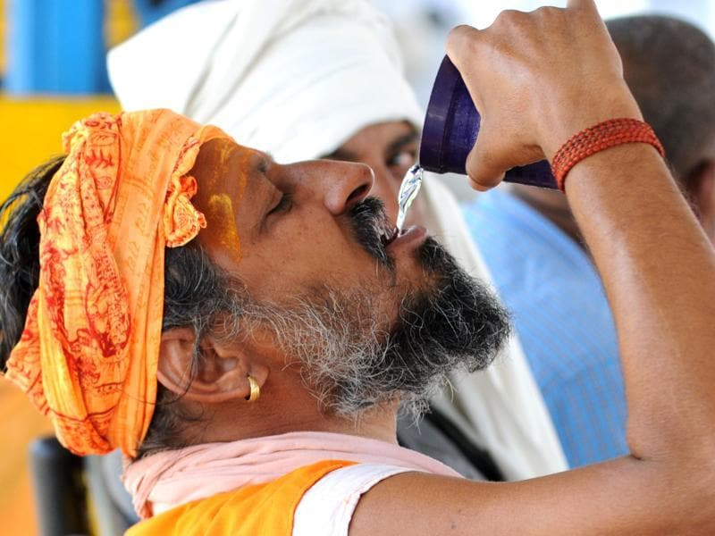 As mercury rises to, a man drinks water to cool down, in Patiala. (Bharat Bhushan/HT Photo)