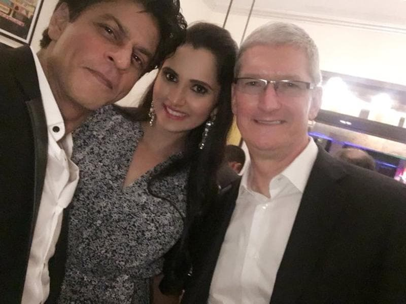 Shah RUkh Khan hosted a private dinner party for Apple CEO Tim Cook on Wednesday. Several Bollywood and business personalities were spotted at the event (Twitter)