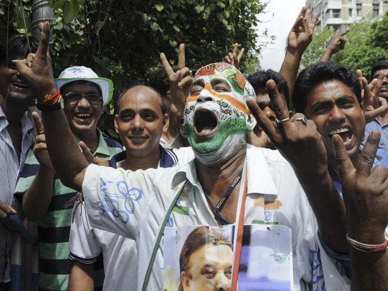 TMC supporters and workers celebrating their win outside the counting centre at Alipur in South Kolkata. PM Narendra Modi has congratulated TMC chief Mamata Banerjee as early trends suggested a major victory for the party. (Photo by Subhendu Ghosh/ Hindustan Times)