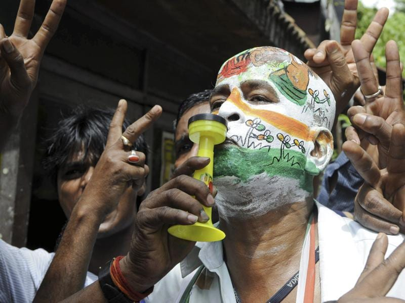 TMC supporters and workers celebrating their win outside the counting centre at Alipur in South Kolkata.  (Photo by Subhendu Ghosh/ Hindustan Times)