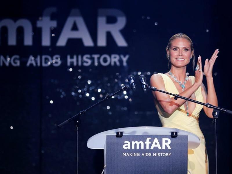 Supermodel and TV show host Heidi Klum conducts an auction. (REUTERS)