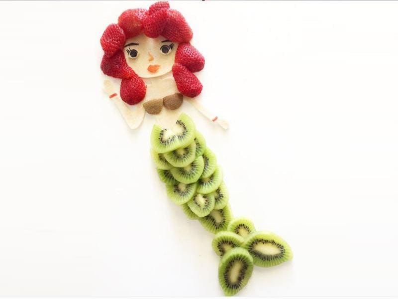 A mermaid made out of kiwis and strawberries! Will you look at this?! (InstaGram/cutechichai)
