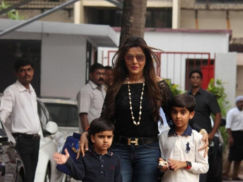 Actress Kaykasshan Patel along with her children during the 4th birthday celebrations of Shilpa Shetty`s son Viaan. (IANS)