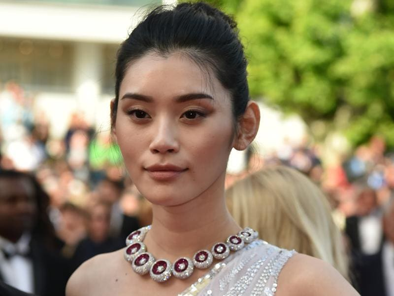 Ming Xi: The Chinese model wore an imposing De Grisogono necklace on the Cannes red carpet, bringing a touch of colour to her look. (AFP)