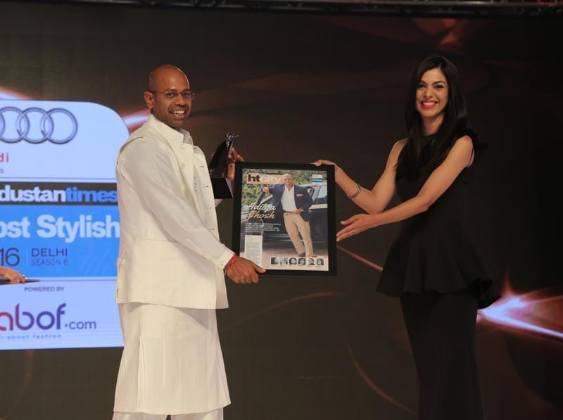 CEO Indigo Airlines Aditya Ghosh receives award from Shereen Bhan.