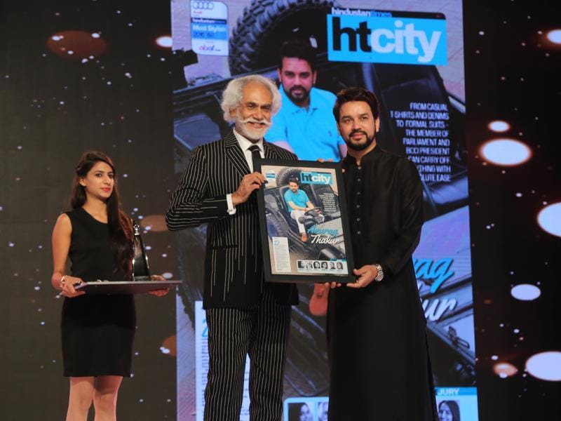 FDCI President and jury member Sunil Sethi gives the award to BCCI president and member of Parliament Anurag Thakur.