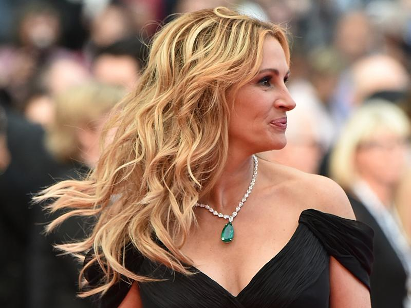 Julia Roberts: Only a 52.76-karat emerald could compete with this American actress's sparkling smile. This exceptional gemstone was the centerpiece of a Chopard platinum necklace, also embellished with diamonds. (AFP)