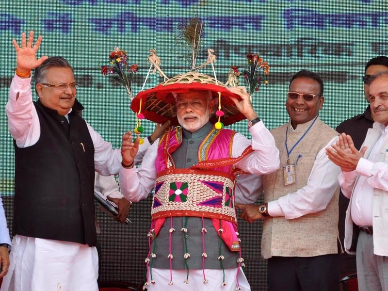 But he knows that the easiest way to doff his cap to a state and its culture is by sporting local head gear. At a public rally in Dongagarh, Chhattisgarh, Modi wears tribal headgear and vaskat.  (Ejaz kaiser/hindustan TIMES)