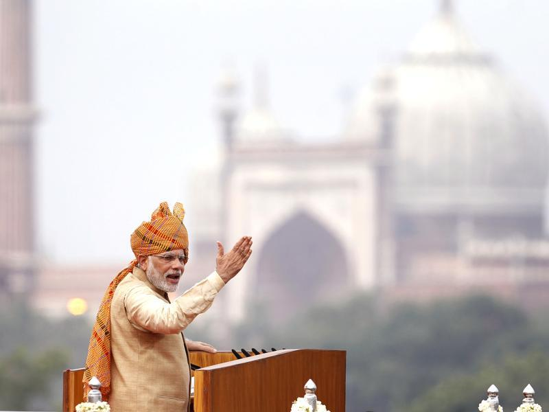 The PM has a penchant for vibrant'safas' and has been spotted wearing them at various occasions. While delivering his address to the nation from the ramparts of Red Fort on India's 69th Independence Day, Modi opted  for this colourful patterned version.  (Ajay Aggarwal/ Hindustan Times)