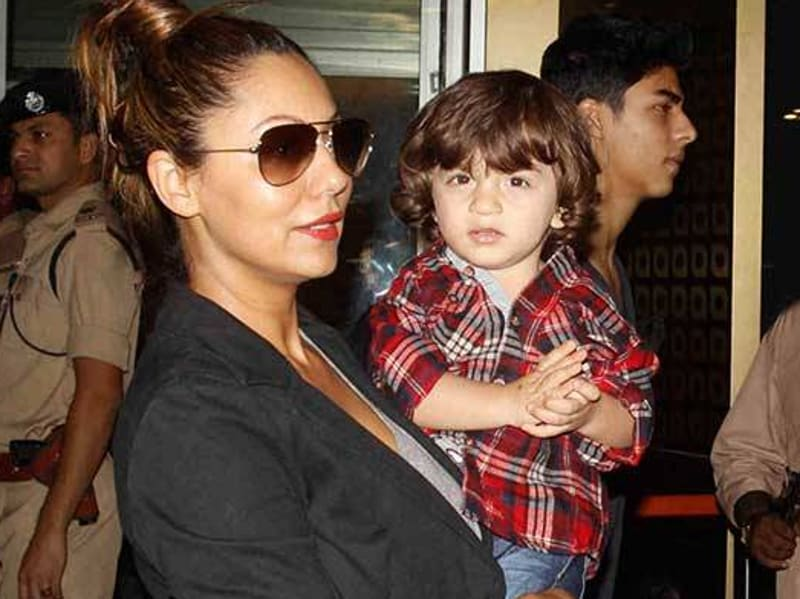 Gauri Khan with AbRam and Aryan. (Twitter)
