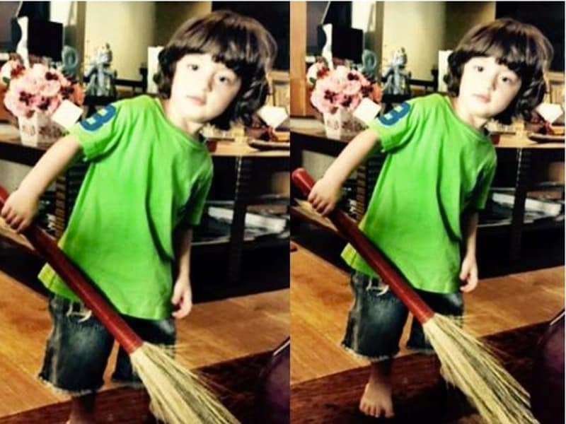 AbRam Khan seems to be a fan of the Clean India campaign.