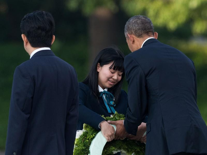 Obama (R) prepares to lay a wreath as Japanese Prime Minister Shinzo Abe (R) looks on at the Hiroshima Peace Memorial park cenotaph. (AFP)