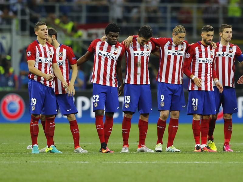 Atletico Madrid players stand together during the penalty shoot out. (Reuters Photo)