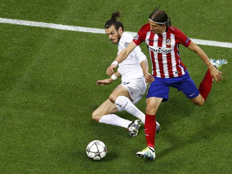 Real Madrid's Gareth Bale and Atletico Madrid's Filipe Luis in action.  (Reuters Photo)